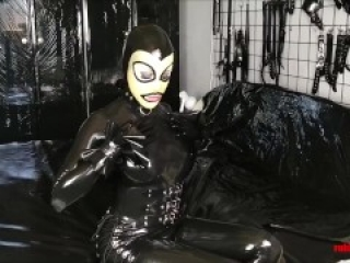 Mistress in latex black latex gets worshiped and fucked by slave