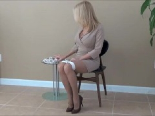 bored secretary ties self