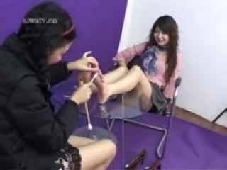 (Chinese tickle teen)two girls' feet tickling