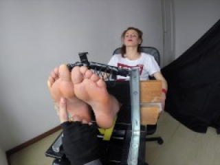 Octopus - Redhead Dancer - Feet in the Stocks - First Time Giulia