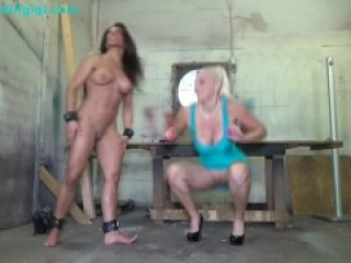 Tickle & lick muscle milf's armpits & stretched hardbody_HD